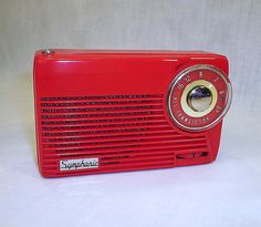 I adore old radios and I adore red. This is perfect!