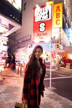 Clara Lee in Tokyo, love her jacket