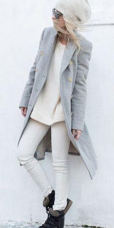 Une grosse maille avec un jean blanc