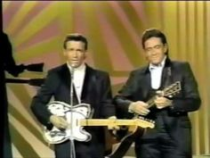 One of my all time favorite Waylon songs. Waylon Jennings on The Johnny Cash Show