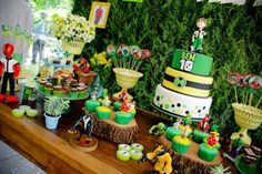 Ben 10 themed birthday party with Lots of Really Fun Ideas via Kara's Party Ideas! Full of decorating ideas, cakes, cupcakes, favors, printables, desserts, and MORE! #ben10 #benten #cartoonnetwork #partydecor #partystyling #eventplannign #partyplanner (9)