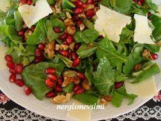 Kuzu kulağı salatası tarifi Ekşi kulak otu salatası nasıl yapılır Narlı, cevizli, peynirli, rokalı kuzu kulağı salatası tarifi ...