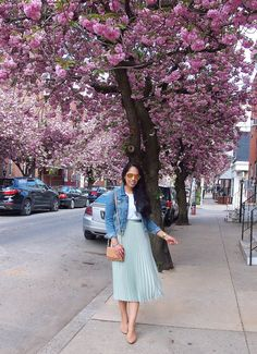 French girl style, pleated skirt and denim jacket, southern girl style, spring fashion, spring street style Mint Skirt, Pastel Skirt, Green Pleated Skirt, Pleated Skirt Outfit, Skirt Outfits, Pleated Skirts, Spring Outfits Japan, Winter Skirt Outfit, Spring Skirts