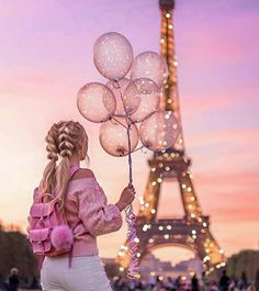 girl, paris, and balloons 이미지 Girly Pictures, Beautiful Pictures, Alone Girl Pic, Paris Wallpaper, Photo Wallpaper, Paris Love, Pink Aesthetic, Belle Photo, Life Is Beautiful