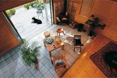 """昔懐かしい、玄関。リノベーションで進化したお洒落な""""土間""""をのぞいてみよう♪ Arch Interior, Interior Architecture, Interior And Exterior, Japanese Home Design, Japanese House, Floor Design, House Design, Floor Molding, House Built"""