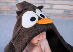 Love Sewing, Sewing For Kids, Hooded Towel Tutorial, Diy Tutorial, Baby Sewing Projects, Sewing Ideas, Sewing Crafts, Hooded Bath Towels, Towel Crafts