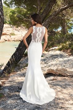 Linea Raffaelli - BohoLove - Set 4 - Wedding dress with a fitted crêpe skirt and see through back with circle print lace applications - Bridal collection