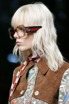 Gucci Spring 2016 Ready-to-Wear Accessories Photos - Vogue Fashion Mode, Fashion Show, Womens Fashion, Fashion Trends, Gucci Fashion, Marken Outlet, Eyewear Trends, Gucci Eyewear, Gucci Spring
