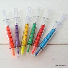 markers in de vorm van een injectiespuit #wat een leuk cadeau voor een patiënt of zorgprofessional!