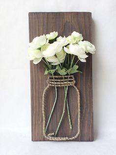 Mason jar string art with silk flowers - Best DIY Dekoration Rustic Wall Art, Rustic Walls, Diy Wall Art, Rustic Decor, Diy Wand, Wood Crafts, Diy And Crafts, Arts And Crafts, Rustic Crafts