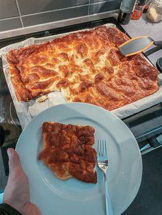 Täydellisen muhkea pannukakku - Elina Ada Sofia Pepperoni, Waffles, Pizza, Breakfast, Food, Morning Coffee, Essen, Waffle, Meals