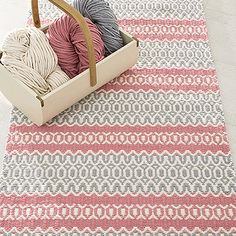OHJE: Pitsiraita-matto Weaving Designs, Weaving Projects, Weaving Patterns, Crochet Blanket Patterns, Jute Rug, Woven Rug, Loom Weaving, Hand Weaving, Painting Carpet