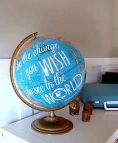 DIY map and globe projects. Celebrate the beuty of our earth and decorate with maps and globes. Here are inspiring DIY projects to try. Diy Graduation Gifts, Graduation Ideas, Graduation Parties, College Graduation, Graduation Quotes, Graduation Decorations, Birthday Parties, Just In Case, Just For You