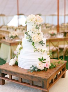 Julie Song Ink - Brianna & Peter Wedding - Cake.jpg