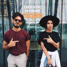O amor não se esfriou em mim por que estou conhecendo Deus | Stefany Cute couples in stylish street wear.