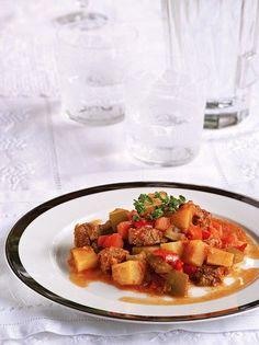 Μοσχαράκι γκούλας - www.olivemagazine.gr Greek Recipes, Keto Recipes, Cetogenic Diet, Kung Pao Chicken, Bruschetta, Lamb, Main Dishes, Strawberry, Pork