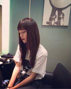 Pin by shasha on 美 in 2020 Medium Straight Haircut, Medium Hair Cuts, Long Hair Cuts, Medium Hair Styles, Long Hair Styles, Japanese Beauty, Asian Beauty, Hair Inspo, Hair Inspiration