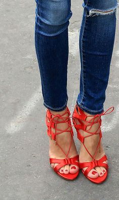 jeans with heels Hot Shoes, Crazy Shoes, Me Too Shoes, Shoes Heels, All About Shoes, Women's Feet, Jeans, Fashion Shoes, Shoe Boots