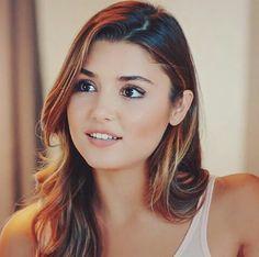Isn't he beautiful Beautiful Celebrities, Beautiful Actresses, Beautiful Eyes, Most Beautiful Women, Photos Islamiques, Hande Ercel, Turkish Beauty, Sexy Hot Girls, Woman Crush