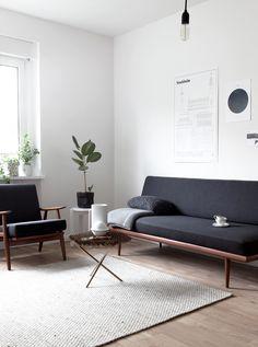 Lidicleia escreve: Sofá com estofado preto é uma boa escolha, pois a manutenção é simplificada em relação a cores claras. Mais