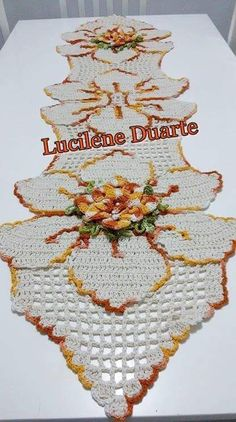 Ideas crochet table runner free pattern tablecloths beautiful for 2019 Free Crochet Bag, Crochet Fall, Crochet Chart, Crochet Home, Filet Crochet, Crochet Motif, Irish Crochet, Crochet Doilies, Crochet Table Runner