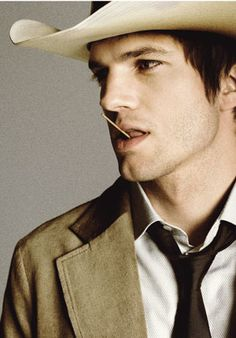Ashton Kutcher. He's looking like my perfect man right now!! #southernsexy