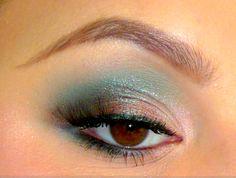 Makeup Artizta -brown turquoise eyeshadow