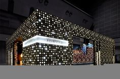 [padronagem e uso de luz para diferentes intensidades] Awesome use of light and graphic design in an oversized booth Exhibition Stall Design, Exhibition Display, Exhibition Space, Exhibition Stands, Exhibit Design, Stage Design, Event Design, Trade Show Design, Facade Design