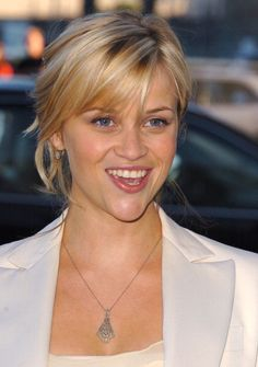 Actress Reese Witherspoon arrives at the premiere of the Broadway musical 'Wicked', hosted by Universal Pictures, at the Pantages Theater in Los Angeles, California on (June 22, 2005)