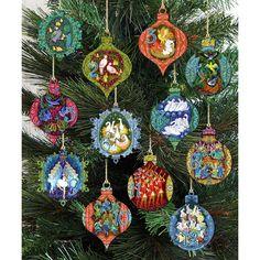 Wooden Christmas Ornaments, Christmas Wood, Ball Ornaments, Christmas Wreaths, Christmas Crafts, Christmas Decorations, Diy Ornaments, Holiday Decorating, White Christmas