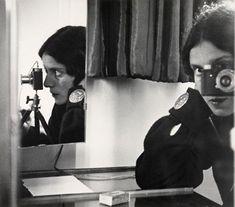 Tina Modotti (1896-1942). Fotógrafa italiana. Vivió gran parte de su vida en México, y es conocida por los retratos de mexicanos.