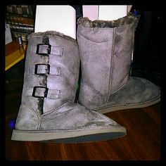 Winter boots!! NWT Brand new gray boots with an UGG look design. I got a wrong size and just bought this a few weeks ago. Never worn only to fit with my feet w/a clean socks. Firmed price . Size (M 7-8) Gray Rue 21 Shoes Winter & Rain Boots