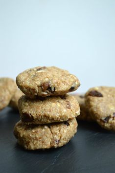 Raw Vegan Oatmeal Raisin Cookies