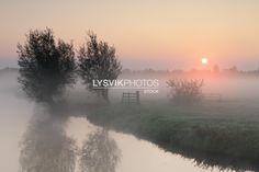 Zonsopkomst met mist in de Alblasserwaard [01110303] - Beeldbank van de Alblasserwaard