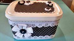 Pote de sorvete decorado Pretty Box, Clay Pots, Plastic Laundry Basket, Repurposed, Decoupage, Diy And Crafts, Decorative Boxes, Lunch Box, Home Decor