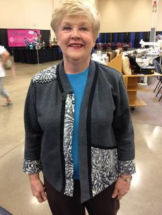 A lovely jacket using my Genesis Talking Pattern™ on a lovely customer at the Novi Sewing Expo Sweatshirt Makeover, Sweatshirt Refashion, Diy Shirt, Diy Pullover, Quilted Clothes, Remake Clothes, Jacket Pattern, Quilted Jacket, Shirt Jacket