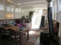I could live in a boat Living On A Boat, Tiny Living, Home And Living, Living Spaces, Barge Interior, Barge Boat, Narrowboat Interiors, Houseboat Living, Mobile Living