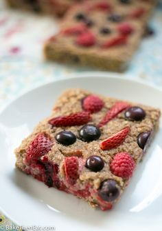 Healthy Baked Mixed Berry Oatmeal can be enjoyed for breakfast, dessert or as a healthy snack and perfect when served with Greek yoghurt. Packed full of oats and berries.