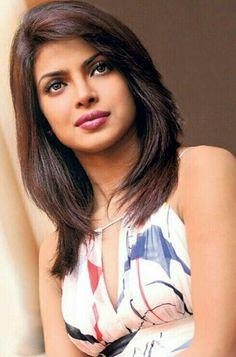 Priyanka Chopra Haircuts For Medium Hair, Long Bob Hairstyles, Bollywood Celebrities, Bollywood Fashion, Parneeti Chopra, Celebrity Prom Dresses, Priyanka Chopra Hot, Hot Brunette, Beautiful Bollywood Actress