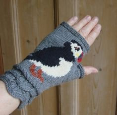 Ravelry: Puffin fingerless mitts pattern by Twisted Classics