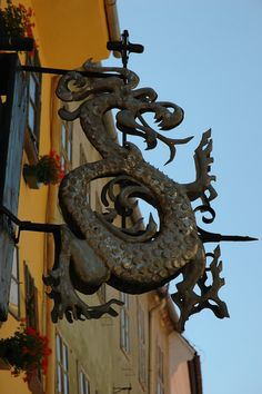 Order of the Dragon at the birthplace of Dracula in Sighisoara, Romania Vlad Der Pfähler, Romania Travel, Romania Food, Vampires, Order Of The Dragon, Dragons, Dracula Castle, Vlad The Impaler, Art Populaire