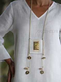 White summer linen tunic with dark natural linen pants -:- AMALTHEE -:- n° 3414 Fiber Art Jewelry, Textile Jewelry, Fabric Jewelry, Jewelry Art, Jewelry Design, Jewellery, Jewelry Crafts, Handmade Jewelry, Linen Tunic