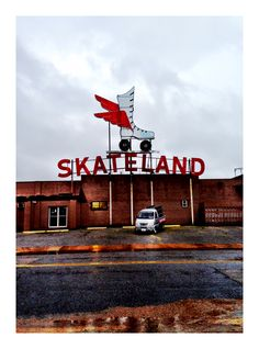 Skateland  (1955-2006) 5137 Old Summer Road, Memphis, Tennessee HISTORY: 1955: Opened by Leo Pieraccini, north side of Summer Avenue 1963: LP sold building to Big M Discount Store 1963: LP Built smaller roller rink across the street 2006: Closed after roof destroyed by fire