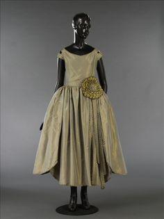 'Marjolaine' period-style dress, Jeanne Lanvin © Stéphane Piera / Galliera / Roger-ViolletBronze shot silk taffeta, yellow rep, silver machine lace Summer 1920