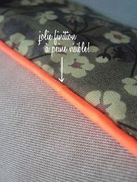 TUTO: Comment poser du passepoil – Little Fabrics Coin Couture, Couture Sewing, Techniques Couture, Sewing Techniques, Sewing Hacks, Sewing Tutorials, Sewing Tips, Leftover Fabric, Creation Couture