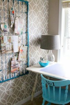 I wish I had kept my old crib mattress! What a great idea crib spring memo board. Turn an old crib spring into a cute memo board with some spray paint. This article has tons of ways to reuse old Cribs. Do It Yourself Furniture, Diy Furniture, Furniture Dolly, Ideas Paneles, Crib Spring, Old Cribs, Diy Casa, Smart Storage, Space Crafts