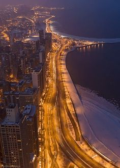 LUXURY LIVING ON LAKE SHORE DRIVE, IN CHICAGO!