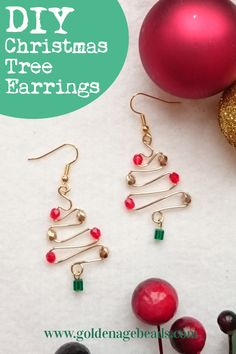 We have a fun and festive jewelry-making tutorial for you today – these sparkly Christmas Tree Earrings! You can make these out of just a few beads, a little wire and some earring findings. Diy Christmas Earrings, Holiday Jewelry, Diy Christmas Accessories, Christmas Crafts To Sell, Diy Christmas Tree, Diy Earrings Studs, Diy Earrings With Beads, Diy Earrings Easy, Wire Earrings