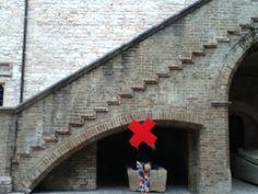 Nell'atrio di Palazzo Trinci #architecture #Italy