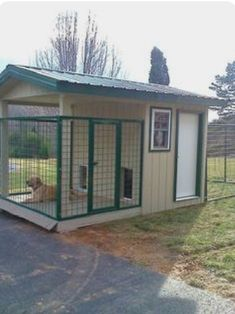 new Ideas for diy outdoor dog kennel window kennel outdoor diy ideas Dog Pen Outdoor, Quad, Puppy Pens, Dog Kennel Cover, Cool Dog Houses, Dog Cages, Dog Fence, Pet Life, Fenced In Yard